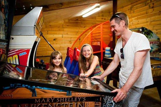 Camping Bel Air : Salle de jeux