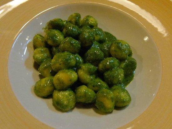 La Barcaccia: Gnocchi with pesto souce