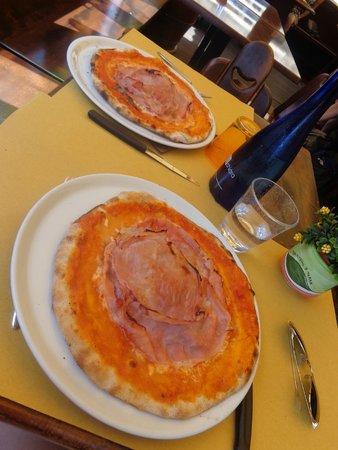 La Barcaccia: Pizza