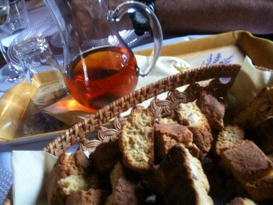 Tenuta Il Burchio: vin santo e cantucci