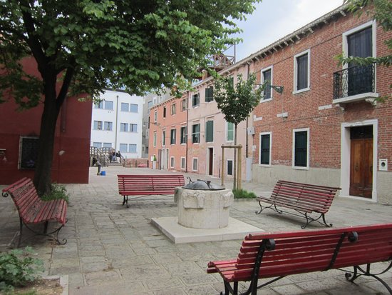 Domina Home Giudecca: The very nice square outside the hotel