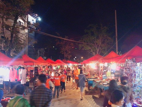 Mekong Riverside Park: nightmarket 2