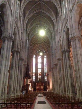 Eglise Notre Dame de Bonsecours: Es una iglesia neo-gótica del siglo XIX MUY BONITA