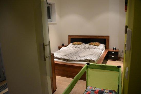 VN17 Apartments: Boa cama.
