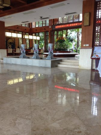 Ocean Sonic Resort: Attentive assistants at check in. Not much English.