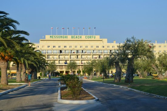 Messonghi Beach Resort : The view entering the hotel