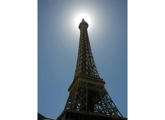 sun behind the tower at the pool - Picture of Paris Las
