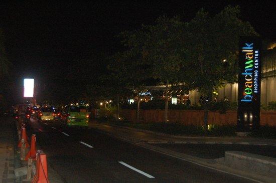 Beachwalk Shopping Center: along jalan pantai kuta