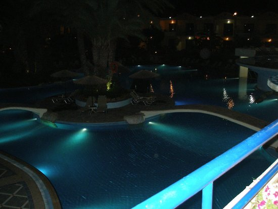 Atrium Palace Thalasso Spa Resort & Villas: the view of the main pool at night