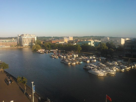 DoubleTree by Hilton Lincoln: Brayford Pool from the bar