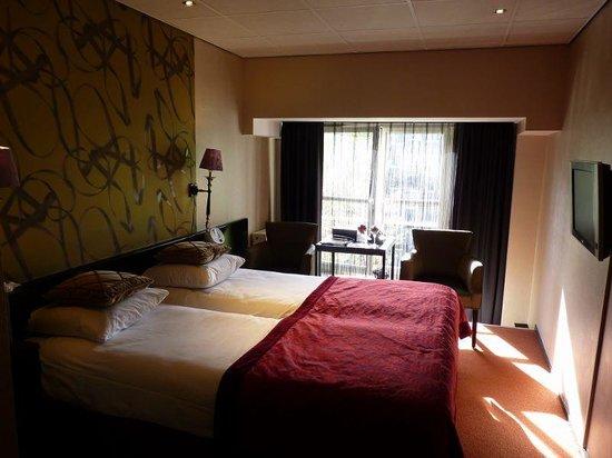 Hotel Sebastian's: Spacious, Stylish BedRoom