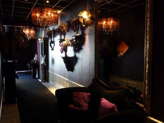 Hotel Sebastian's: Downstairs Entrance Hall