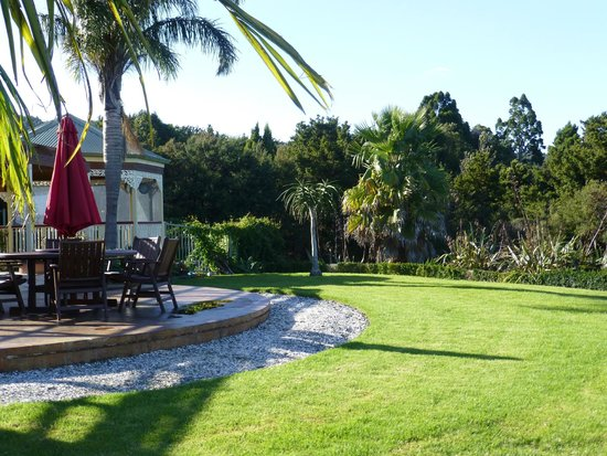 Matakana Country Lodge: Back