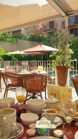 Matisse Hotel : Poolside