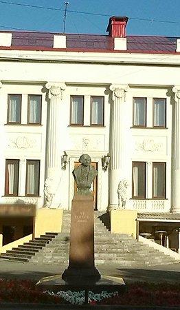 N. V. Gogol monument