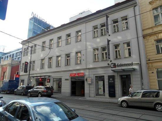 Ibis Praha Old Town: La facciata dell'hotel