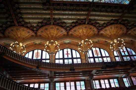 Palau de la Musica Orfeo Catala: Os candelabros inclinados