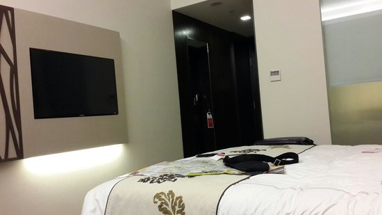 Ramada Singapore At Zhongshan Park: Our City View double bedroom.