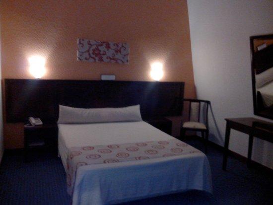 Hotel Menfis: Le lit