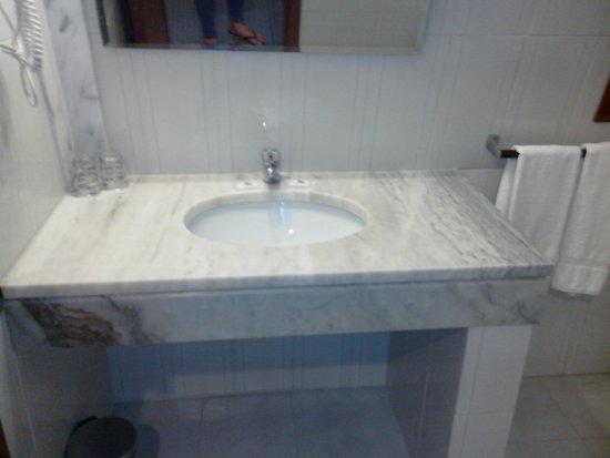 Hotel Menfis: Le lavabo