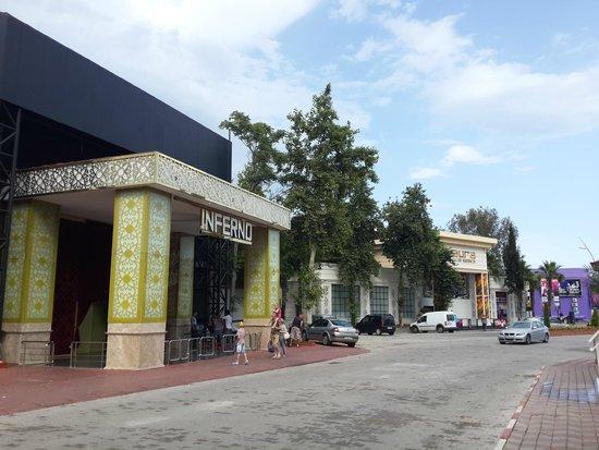 Ambassador Plaza Hotel : клубы