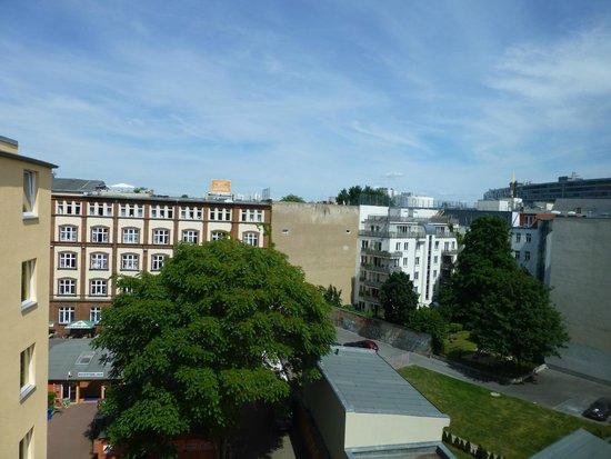 A & O Hotel & Hostel Friedrichshain: Blick aus Zimmer V608