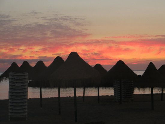 Sunwing Fanabe Beach: Sunset from the beach front