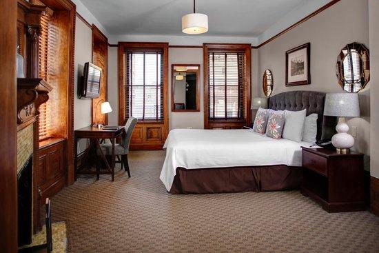 Hotel Wales: Corner Madison Suite King