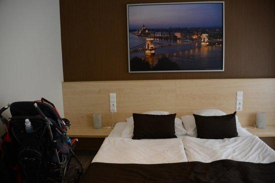 Promenade City Hotel: Bom quarto.