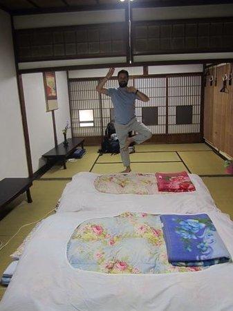 Hida Takayama Zenkoji: Very spacious room and a wannabe yogi