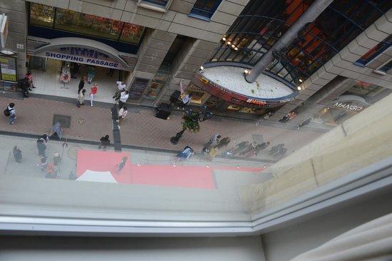 Promenade City Hotel: Vista da rua.
