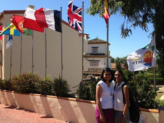 Crown Resorts Club Marbella / Club Regency Palms: on the walkway next to the reception
