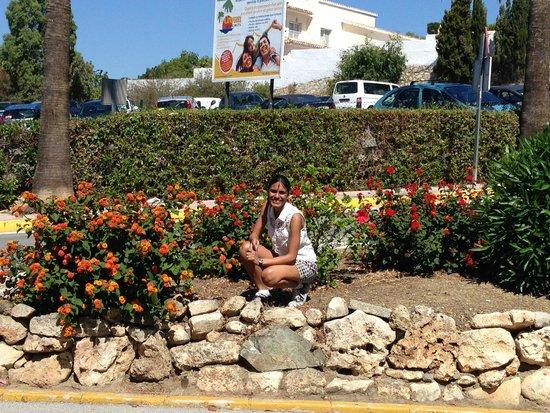 Crown Resorts Club Marbella / Club Regency Palms: Oppo reception near the parking