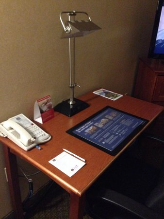 Best Western Plus Tempe By The Mall: Desk was helpful