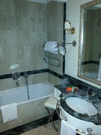 NH Firenze Anglo American: Bagno