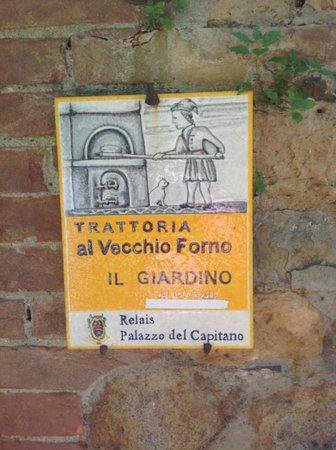 Trattoria Toscana Al Vecchio Forno: вход в тратторию