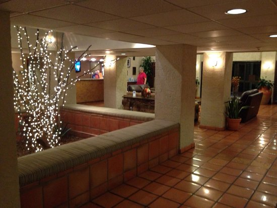 Best Western Plus Tempe By The Mall: Huge lobby