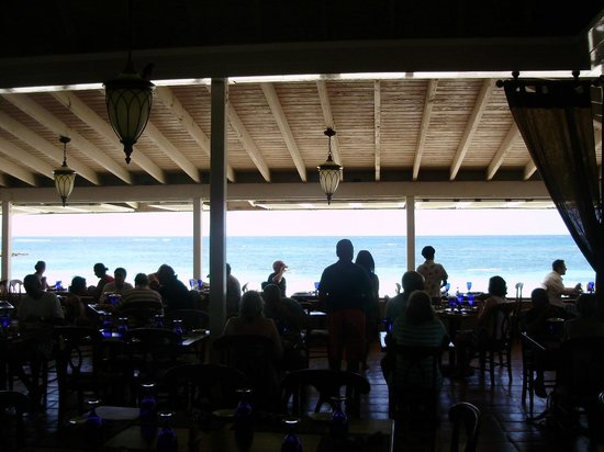 Pineapple Beach Club Antigua: An incredible view of the ocean while you dine on some outstanding food!