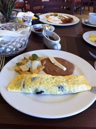 Hotel Aeropuerto Los Cabos : Buen desayuno!!!