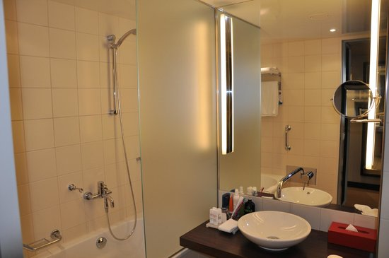 Radisson Blu Hotel, Berlin: la salle de bain
