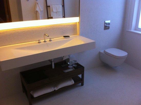 The London EDITION: Banheiro