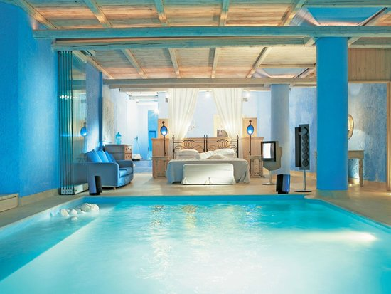 Psarou, กรีซ: Luna Blu Suite with Private Indoor Pool