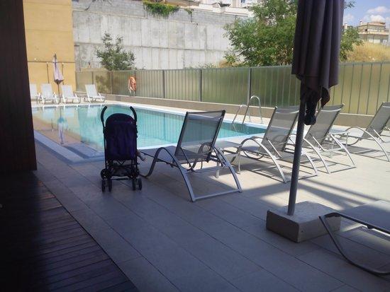 Hotel Macia Real de la Alhambra: piscina pequeñita pero suficiente