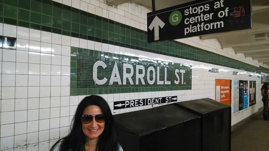 Carroll Gardens House: Subway Station at Carrol Gardens