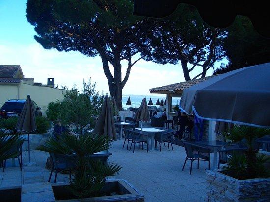 Hotel de la Plage : Blick von unserer Terrasse auf die Strandbar