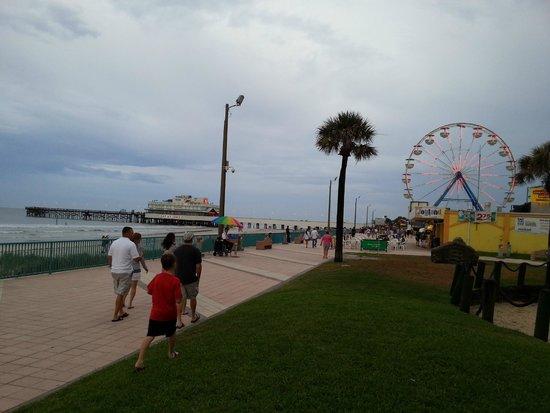 Boardwalk Amusement Area and Pier: Boardwalk area in daylight