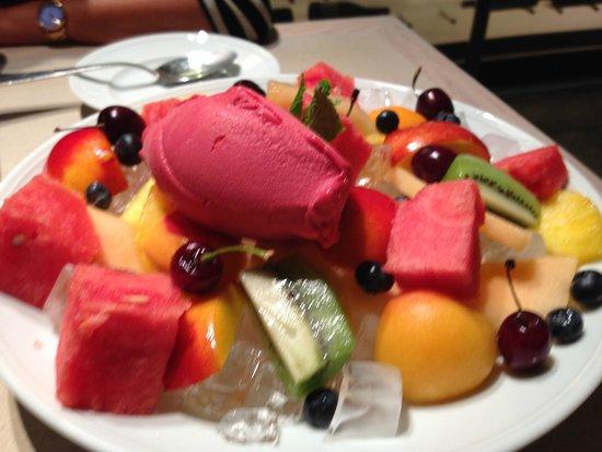 The Ritz-Carlton, Herzliya : Fun dessert of  fruit and ice cream
