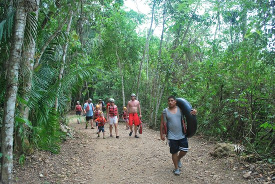 Cave Tubing with Vitalino Reyes: Walking through the rainforest