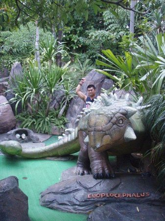 Dino Park Mini Golf : Dinosaurs every where