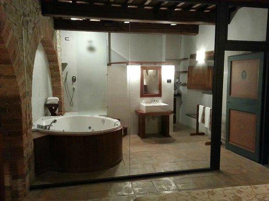 Castello di Petroia: idromassaggio in camera